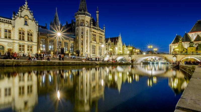 Pasear por los canales de Gante al atardecer y por la noche - @msubirats